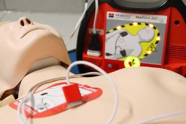 mannequin-secourisme-sst-psc1-pse1-pse2-defibrilateur-angouleme-Sauveteurs-Charente